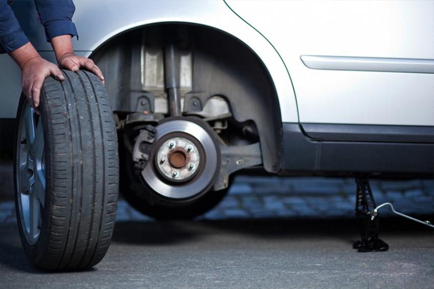 """Cách xử lý """"bài bản"""" khi xe bị nổ lốp trên đường cao tốc và hướng dẫn tự thay lốp ô tô - 10"""