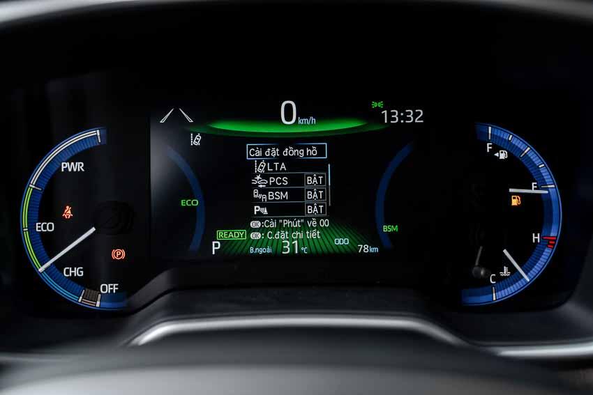 Hệ thống màn hình trong xe được việt hóa