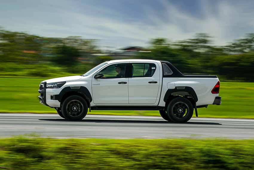 Toyota Hilux 2020 cải tiến vượt trội về thiết kế, công nghệ an toàn - 6