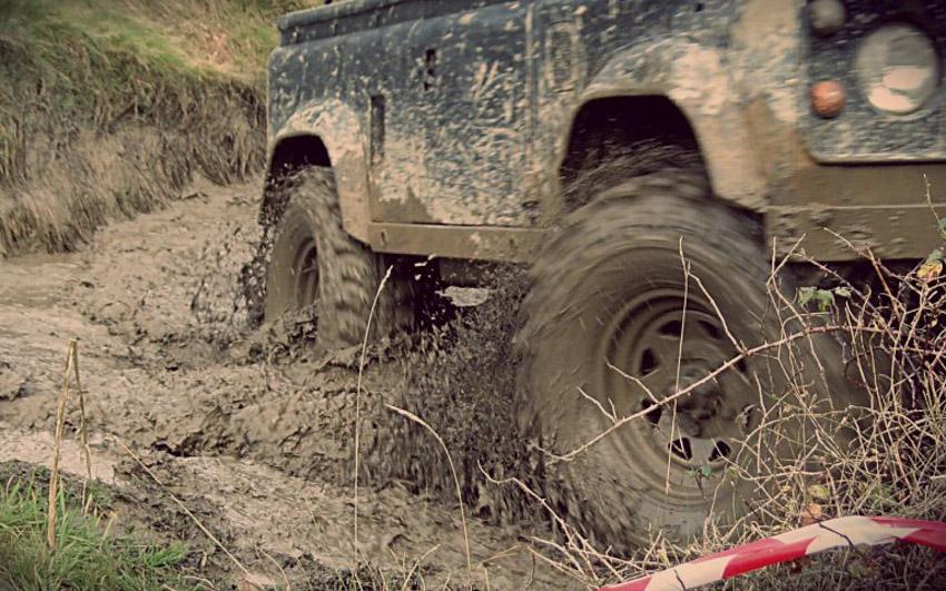 Những lưu ý quan trọng sau khi ô tô bị ngập trong bùn lầy - 2