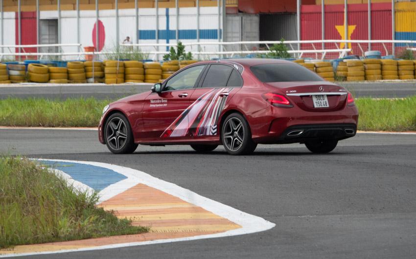 Học viện Lái xe An toàn Mercedes-Benz 2020 - Từ đường đua đến đường phố - 14