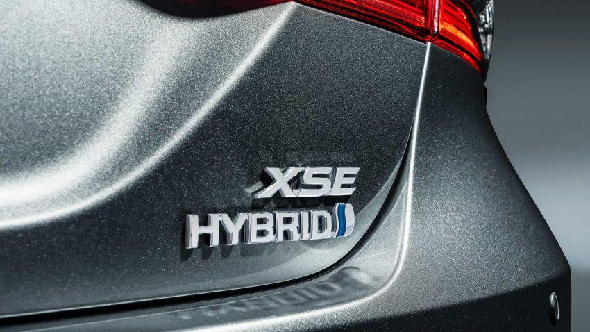 Toyota Camry Hybrid mới