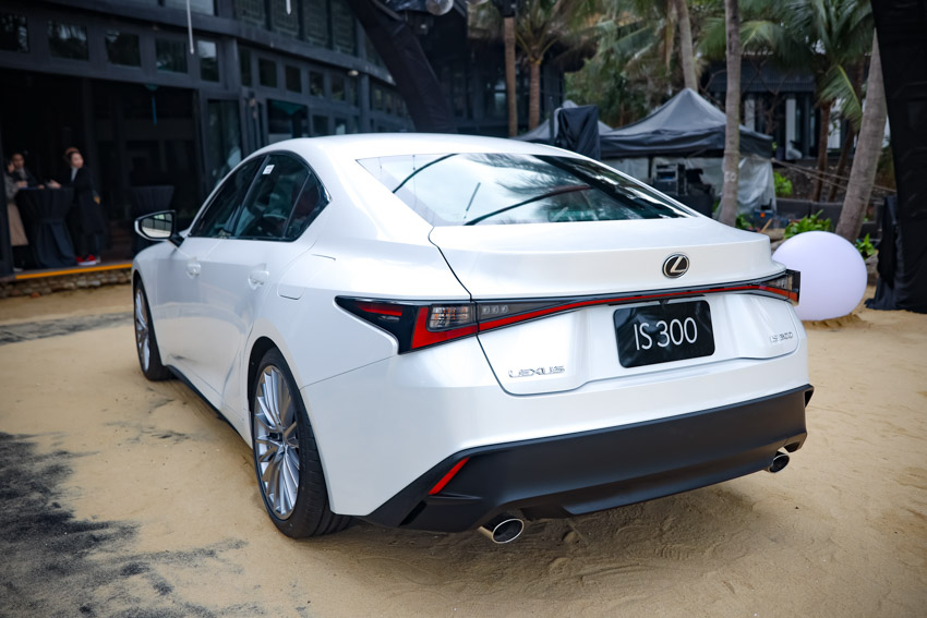 Chiêm ngưỡng sedan thể thao hạng sang cỡ nhỏ Lexus IS 2021 ra mắt tại Việt Nam-10