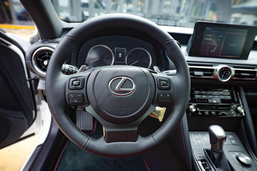 Chiêm ngưỡng sedan thể thao hạng sang cỡ nhỏ Lexus IS 2021 ra mắt tại Việt Nam-24