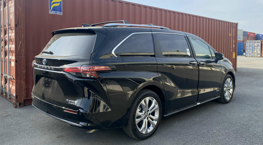 Toyota Sienna 2021 đầu tiên về Việt Nam với mức giá hơn 4 tỷ đồng - 3