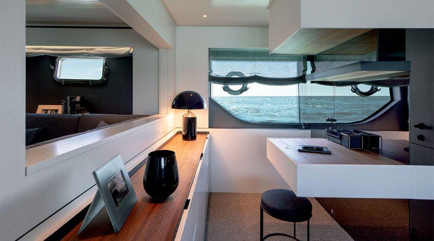 Du thuyền Bluegame BGX70